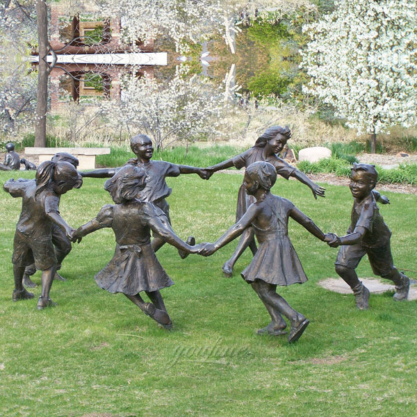 Outdoor backyard decor bronze casting sculptures of children pull hands in a circle