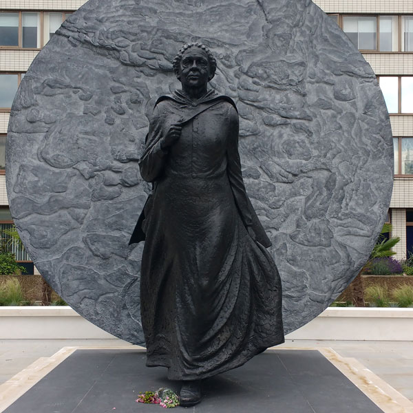 Outdoor bronze casting UK first black woman memorial statue Mary Seacole for hospital