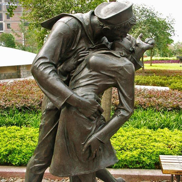 Outdoor decor bronze casting love&kiss street statues