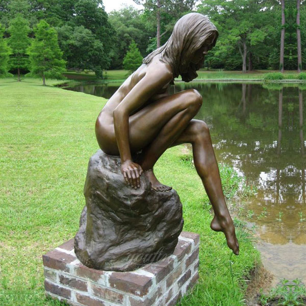 Outdoor metal bronze casting nude woman statues in the side of the rivers